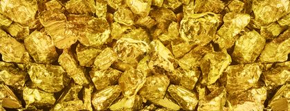 |Grote panoramafoto van vele gouden goudklompjesclose-up Brede backgr royalty-vrije stock afbeelding