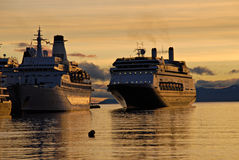 Grote passagiersschepen in Ushuaia. Stock Foto