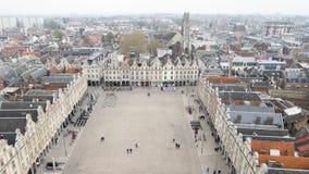 Grote plaats (stadsvierkant) in Arras, Frankrijk stock footage