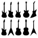 Grote reeks akoestische gitaren en elektrische gitaren Stock Foto