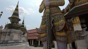 Grote reus in Wat Phra Si stock footage
