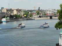 Grote rivier in Moskou, dijk stock fotografie