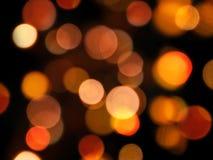 Grote ronde het gloeien sinaasappel vage lichten op een zwarte nacht abstracte achtergrond royalty-vrije stock foto