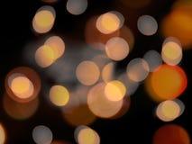 Grote ronde het gloeien sinaasappel vage lichten op een zwarte nacht abstracte achtergrond stock afbeelding