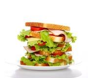 Grote sandwich op de plaat Stock Afbeelding