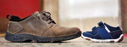 Grote En Kleine Schoenen Royalty-vrije Stock Fotografie ...
