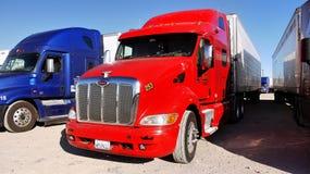 Grote Semi Vrachtwagens Royalty-vrije Stock Afbeelding