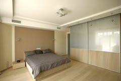 Grote slaapkamer stock afbeeldingen