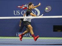 Grote Slagkampioen Roger Federer van Zwitserland in actie tijdens zijn US Open 2017 ronde gelijke 4 stock foto's