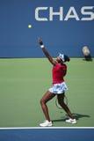 Grote Slagkampioen Venus Williams tijdens de gelijke van kwartfinaledubbelen bij US Open 2014 Stock Foto's