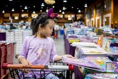 Grote Slechte Wolf, de grootste boekverkoop in Thailand, 10 Augustus, 2017: stock foto's