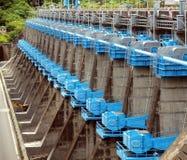 Grote Sluisdeuren bij een Dam Royalty-vrije Stock Foto
