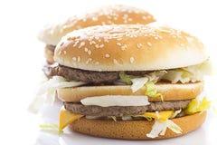 Grote smakelijke hamburger Stock Afbeeldingen
