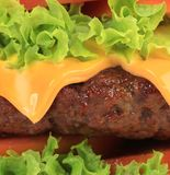 Grote smakelijke snel voedselhamburger. Stock Foto