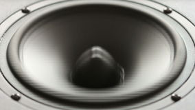 Grote spreker die een bastest in langzame motie doen. stock video