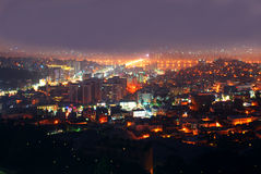 Grote stad in de nacht Stock Afbeelding