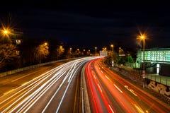 Grote Stad Lighttrails van Keulen stock fotografie