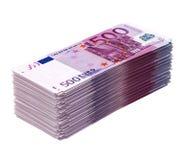 Grote stapel van geld dat op wit (euro versie) wordt geïsoleerde Stock Afbeeldingen