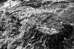 Grote steen op de kust Royalty-vrije Stock Foto's