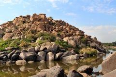 Grote stenen in Hampi, India Stock Afbeeldingen
