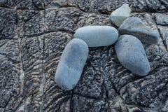 Grote stenen op rots royalty-vrije stock fotografie