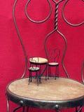 Grote stoel weinig stoel Stock Afbeelding