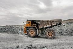 Grote stortplaatsvrachtwagen Stock Afbeeldingen