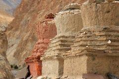 Grote Stupas wat aardboeddhisme het bidden plaats zijn royalty-vrije stock afbeeldingen