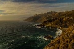 Grote Sur-Zonsondergang Oceaanmening stock afbeeldingen