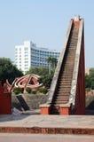 Grote treden bij het complexe, middeleeuwse waarnemingscentrum van Jantar Mantar delhi Stock Foto