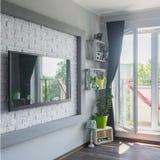 Grote TV in moderne flat stock fotografie