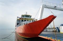 Grote veerboot in zeehaven Stock Afbeelding