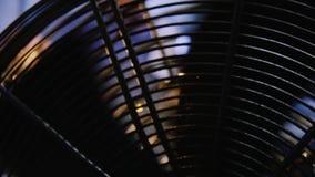 Grote ventilator en lichtstraal stock video