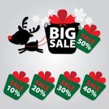 Grote Verkoopnieuwjaar en van het Kerstmisrendier Stickermarkeringen met Verkoop 10 - 50 percententekst op Kleurrijke Giftvakje S Royalty-vrije Stock Foto's