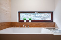Grote vierkante badkuip stock foto's