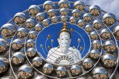 Grote vijf witte Boedha in Wat Pha Sorn Kaew in Phetchabun, Thaila stock afbeeldingen