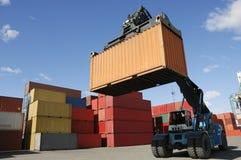 Grote vorkheftruck-vrachtwagen in haven Royalty-vrije Stock Fotografie