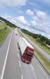 Grote vrachtwagen in beweging Royalty-vrije Stock Foto's
