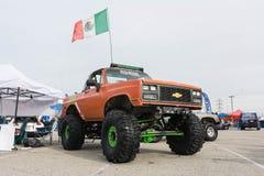 Grote vrachtwagen met de vlag van Mexico op vertoning Stock Afbeeldingen