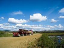 Grote vrachtwagen op Dalton Highway Royalty-vrije Stock Fotografie
