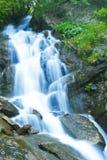 Grote waterval royalty-vrije stock afbeeldingen