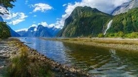 Grote waterval bij milfordgeluid, fiordland, Nieuw Zeeland 33b royalty-vrije stock afbeeldingen