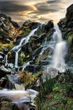 Grote watervallen op een koude de herfstochtend Stock Fotografie