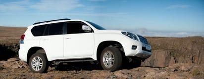 Grote witte SUV royalty-vrije stock afbeeldingen