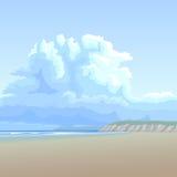Grote wolk als achtergrond over de zandige kust. Royalty-vrije Stock Fotografie