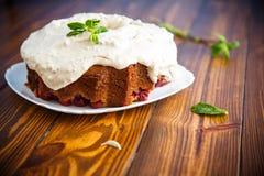 Grote zoete honingscake met room Stock Foto