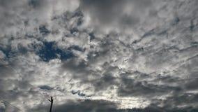 Grote zon en wolken stock afbeelding