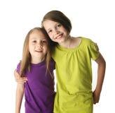 Grote zuster en weinig zuster het koesteren stock afbeeldingen