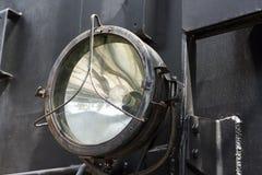 Grote zwarte koplamp van oude tractor royalty-vrije stock foto's