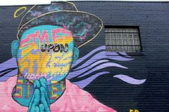 Grote zwarte muur die met heldere en kleurrijke straatkunst wordt behandeld, Austin, Texas, 2018 royalty-vrije stock fotografie